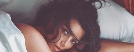 Ким Кардашьян сфотографировалась обнаженной в бриллиантовых трусах