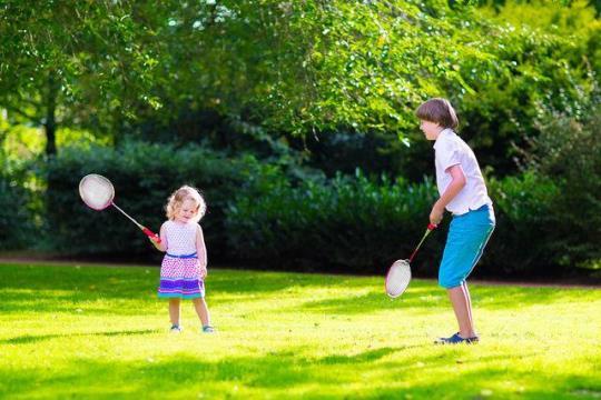 Родителям на заметку: несколько идей для игр с ребенком на улице