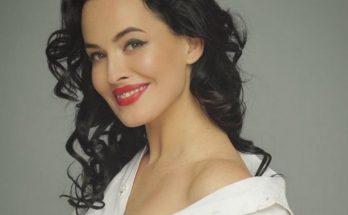 Певица Даша Астафьева шокировала поклонников поцелуями на сцене