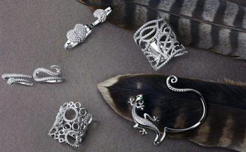 Серебряные кольца, моно-серьга и многослойные подвески: главные ювелирные тренды этого года