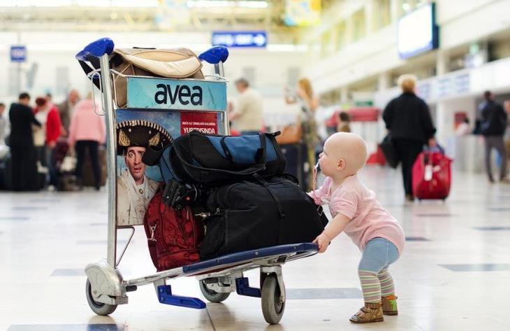 Путешествуем с ребенком на самолете: несколько советов для родителей