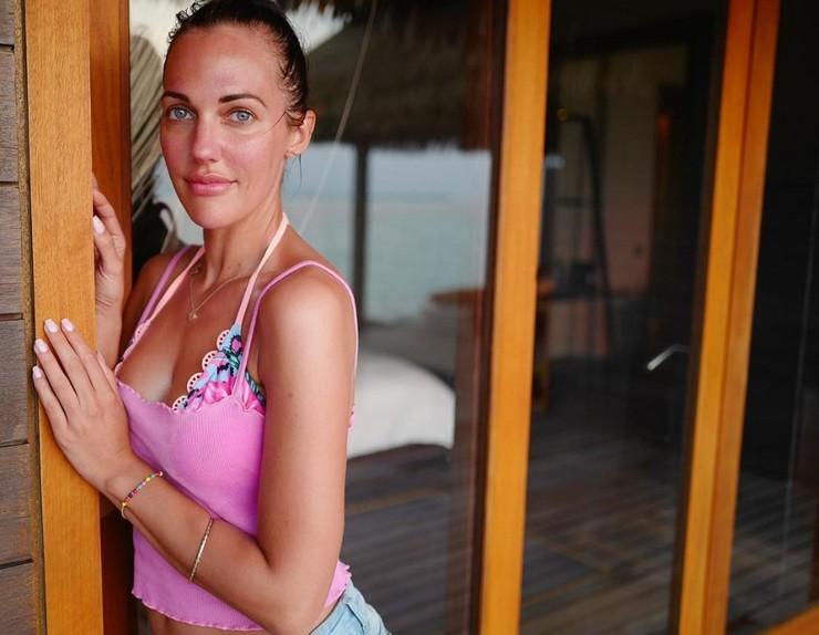 Турецкая актриса Мерьем Узерли показал фигуру в купальнике
