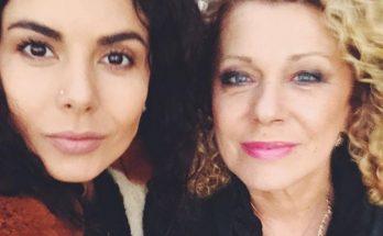 Исполнительница Настя Каменских удивила фанатов снимком с мамой