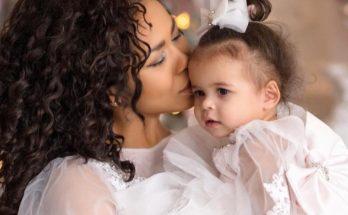 Певица Гайтана показала фотографии с дочкой