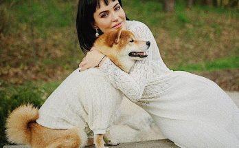 Певица Даша Астафьева снялась в фотосессии со своим питомцем