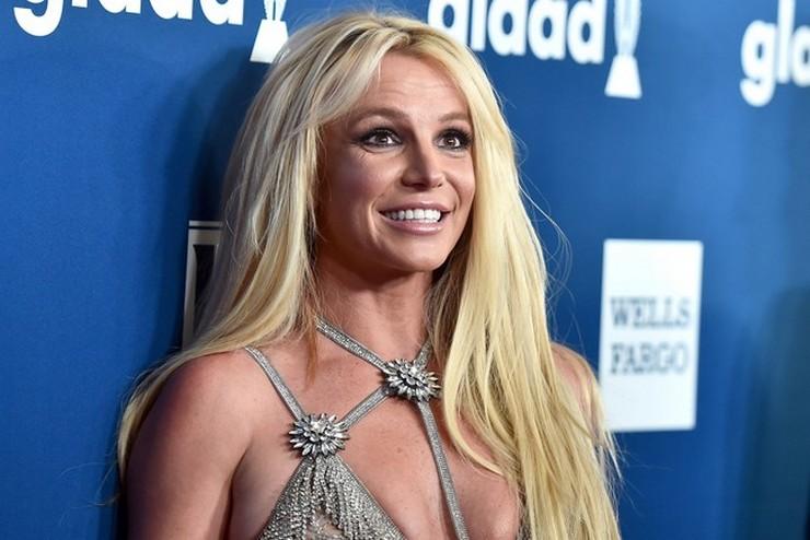 Бритни Спирс обвинила репортеров в искажении фигуры на фото