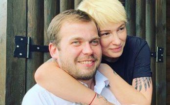 Певица Анастасия Приходько выиграла суд против Петра Порошенко
