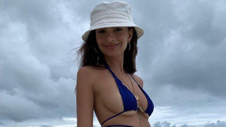 Известная модель Эмили Ратаковски примерила крошечный купальник