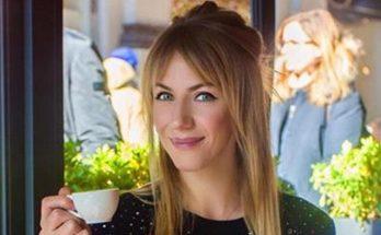 Дизайнерский талант: Леся Никитюк надела мамино платье 30-летней давности