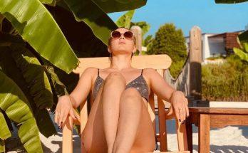 Скандальная исполнительница MARUV похвасталась фигурой на отдыхе