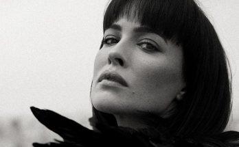 Даша Астафьева забралась на крышу ради фотосессии