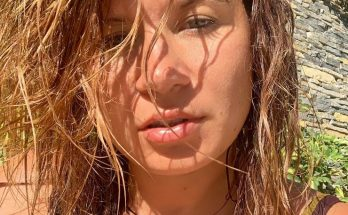 Жена певца Дмитрия Монатика показала фото в купальнике