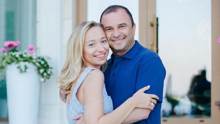 Молодая возлюбленная певца Виктора Павлика резко прокомментировала сообщение его экс-жены в Facebook