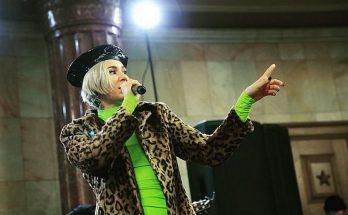 Скандальная украинская певица MARUV спела в московском метро
