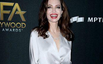 Анджелина Джоли снова стала блондинкой