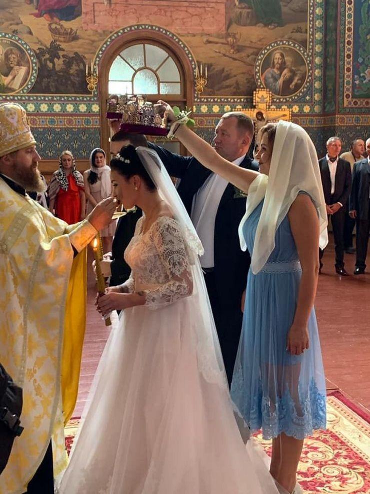 Украинская исполнительница Анастасия Приходько сыграла свадьбу