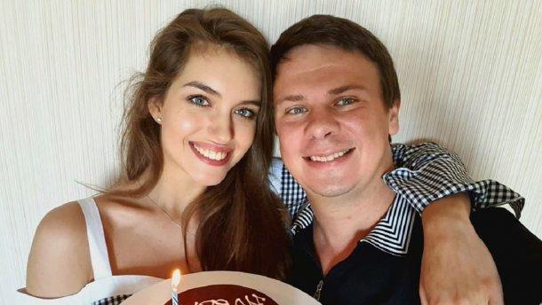 Жена Дмитрия Комарова следит за его гардеробом