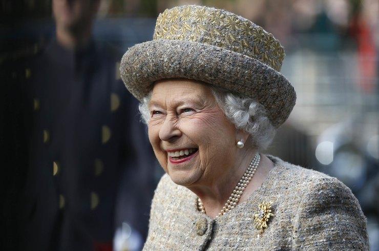 Ее Величество не прочь отведать фаст-фуд: предпочтения королевы Елизаветы II