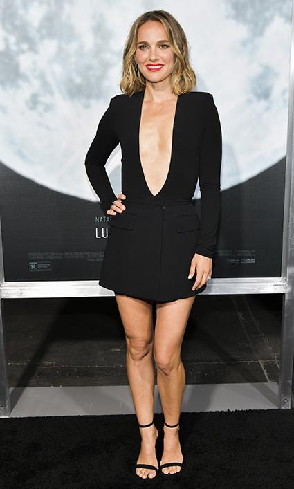 Натали Портман в соблазнительном образе на премьере нового фильма с ее участием