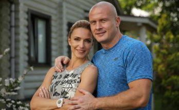 Бывшие супруги Узелковы вместе провели детей в школу