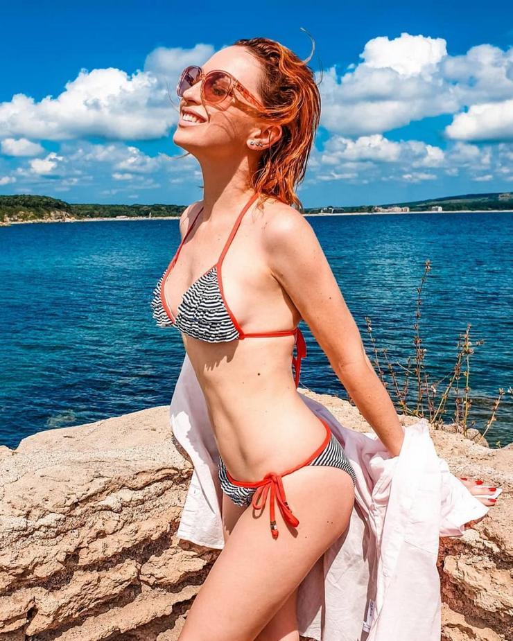 Актриса Виктория Булитко показала фото в купальнике