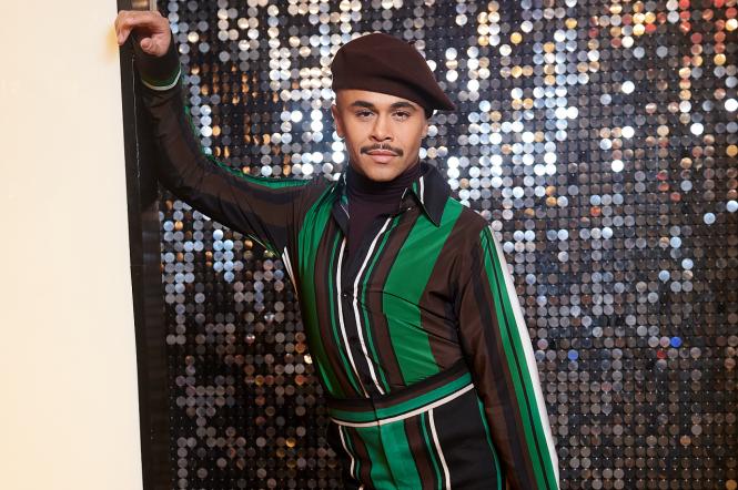 Британский хореограф Франциско Гомес в экстравагантном наряде взбудоражил зрителей