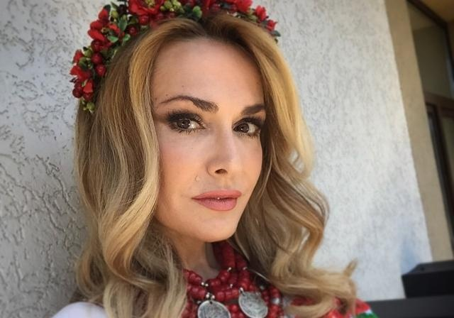 Ольга Сумская показала фотографии в украинском аутентичном наряде