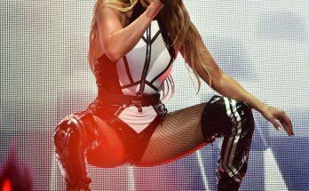 Дженнифер Лопес зажгла на сцене в горячем образе