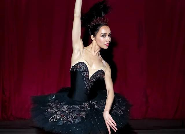 Екатерина Кухар в роскошном платье от H&M х Giambattista Valli