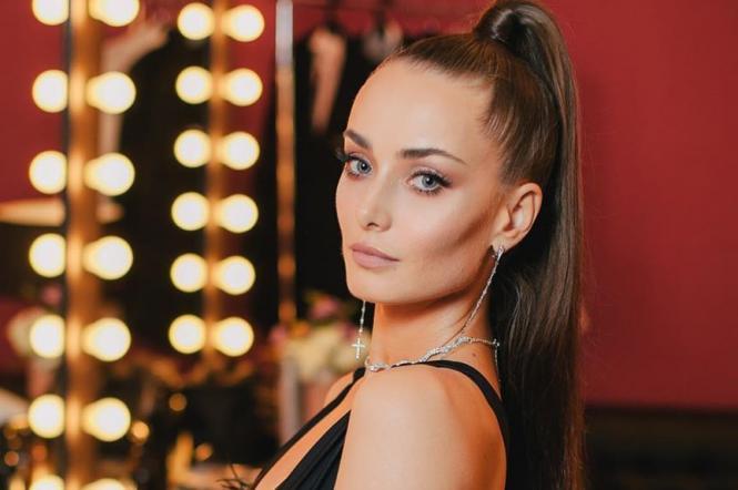 Ксения Мишина продемонстрировала стильный деловой образ