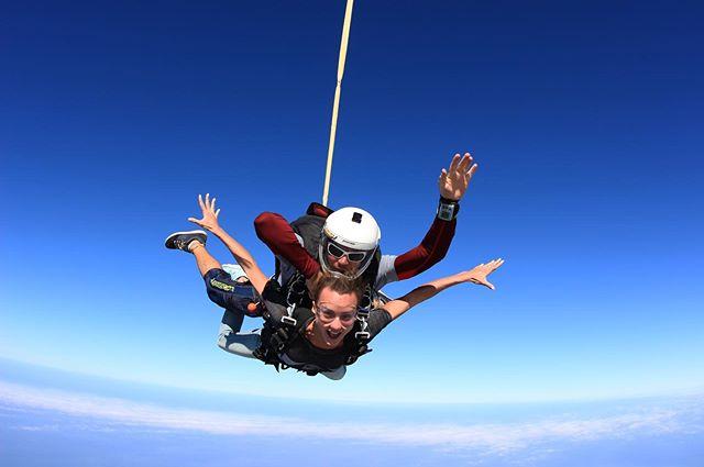 Анна Ризатдинова опубликовала фото своего прыжка с парашютом в Дубае