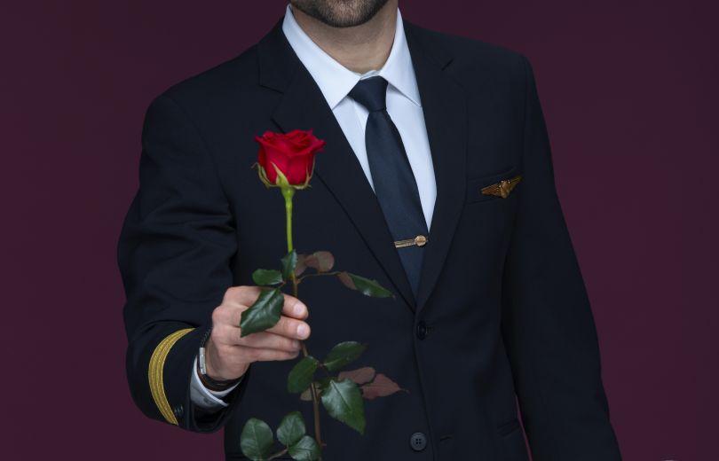 Новым героем шоу «Холостяк» станет пилот и владелец летной школы в США
