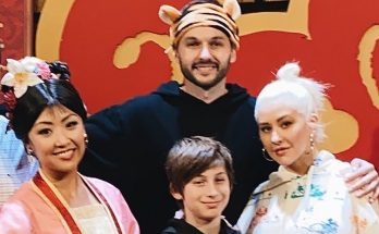 Кристина Агилера с избранником и детьми посетила Диснейленд