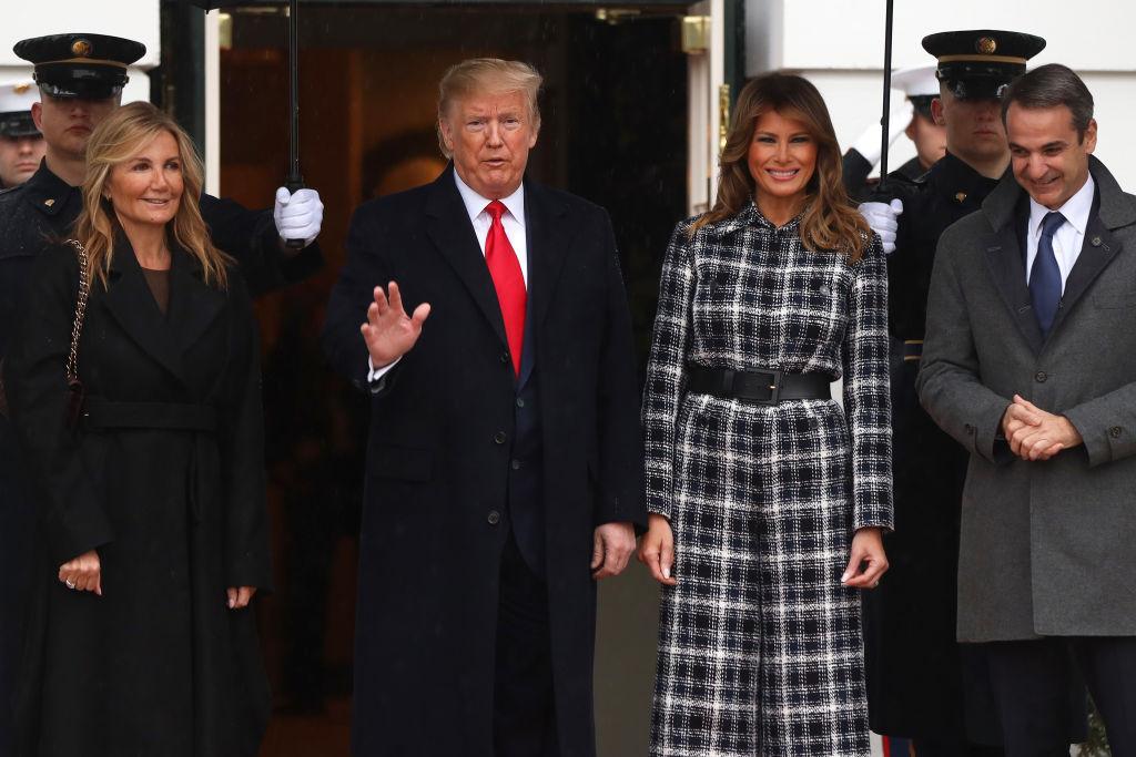 Мелания Трамп в комбинезоне из твида от Chanel на приеме в Белом доме