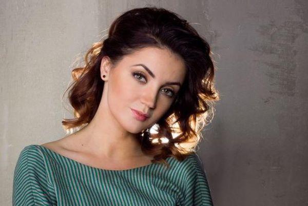 Оля Цибульская в элегантном платье в пол блистала на светском мероприятии
