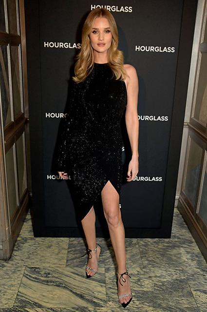 Рози Хантингтон-Уайтли в элегантном наряде total black на мероприятии в Лондоне