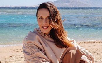 Беременная Джамала в стильном платье-блейзере вышла в свет