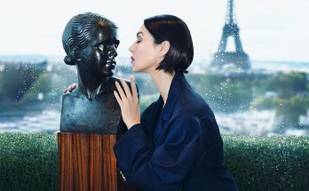 Моника Беллуччи в темно-синем бархатном блейзере от Lanvin украсила обложку L'Officiel