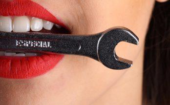 Пять натуральных средств, чтобы отбелить зубы в домашних условиях