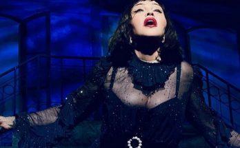 Мадонна из-за сильной боли расплакалась на сцене
