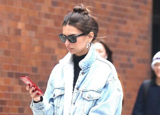 Эмили Ратаковски показала стильный джинсовый look