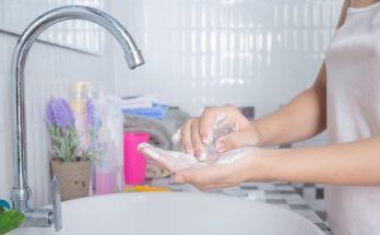 Мыло и антисептики могут привести к раздражению и зуду кожи рук