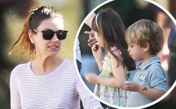 Мила Кунис вместе с детьми на прогулке в Лос-Анджелесе
