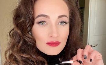 Экс-жена ведущего Владимира Остапчука позировала в соблазнительном боди