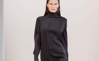 Маленькое черное платье: Алла Костромичева показала бесконечные ноги в винтажном образе