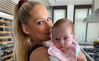 Анна Курникова очаровала поклонников снимком новорожденной дочки