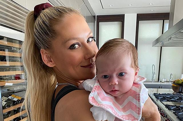 Анна Курникова показала дочь Машу