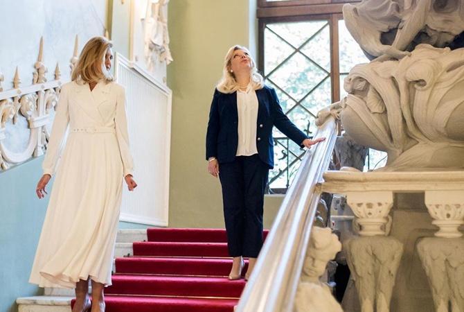 Елена Зеленская отдала своей дизайнерское платье в социальный фонд