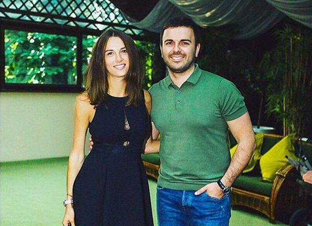 Григорий Решетник с женой примерили вышиванки