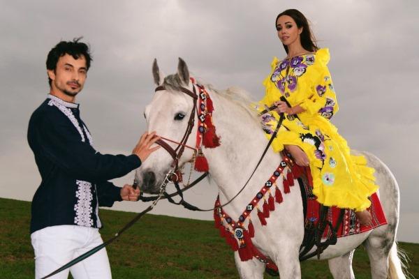 Екатерина Кухар в платье-вышиванке поучаствовала в новой фотосессии